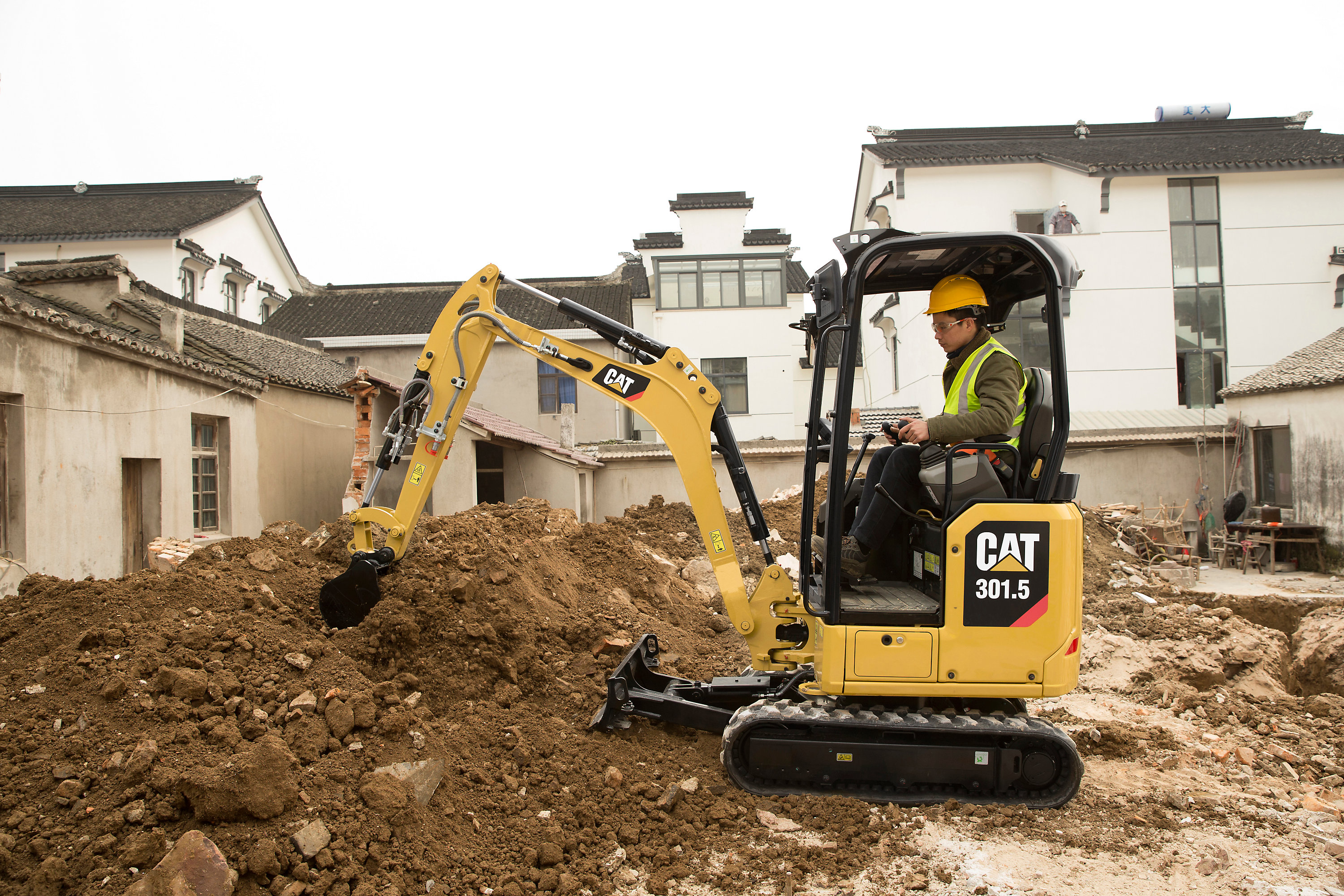Caterpillar Debuts 10 Micro And Mini Excavators At Gie Expo