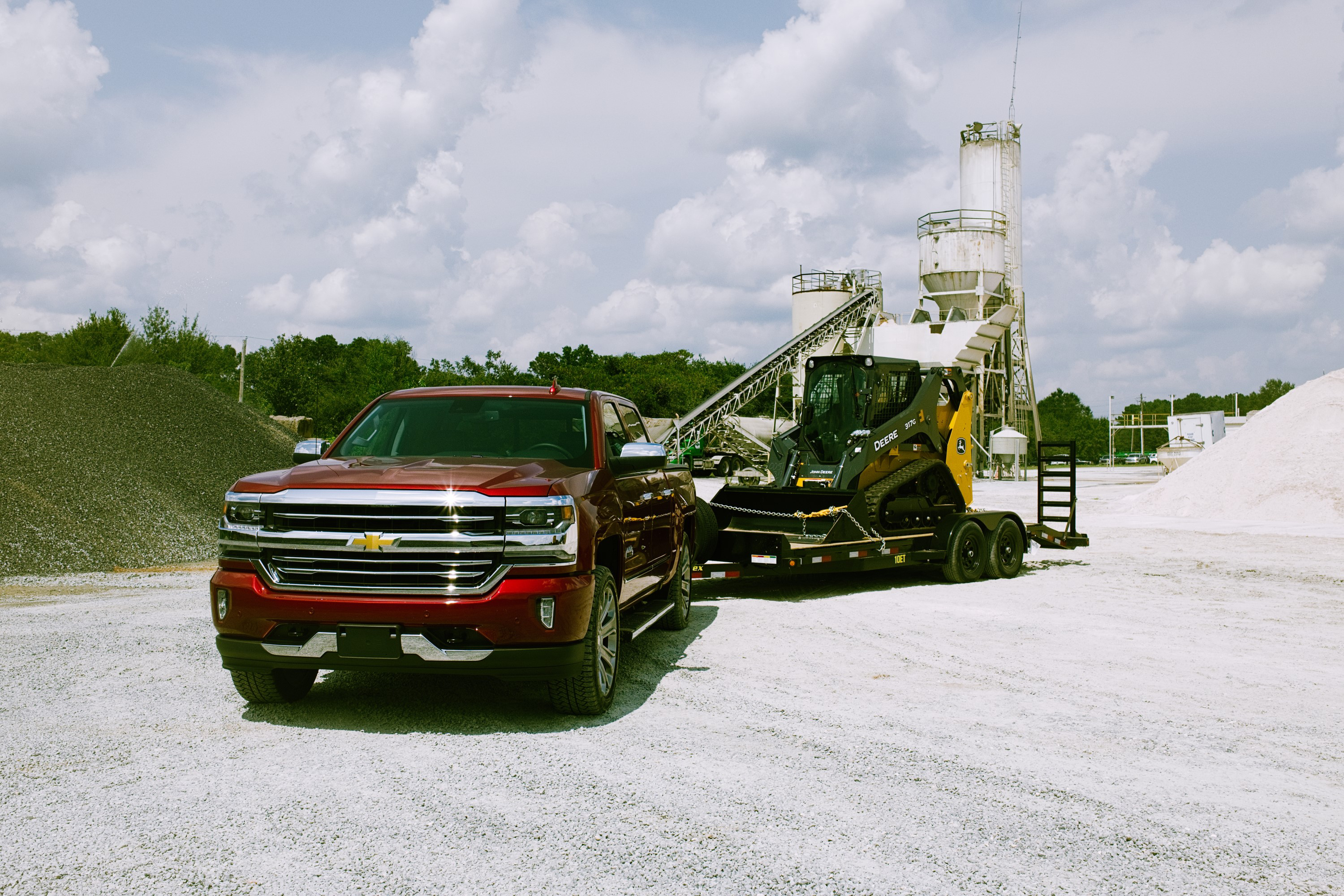 Silverado 2500 Towing Capacity >> Chevy Truck Towing Review 1500 2500 Silverado Diesel