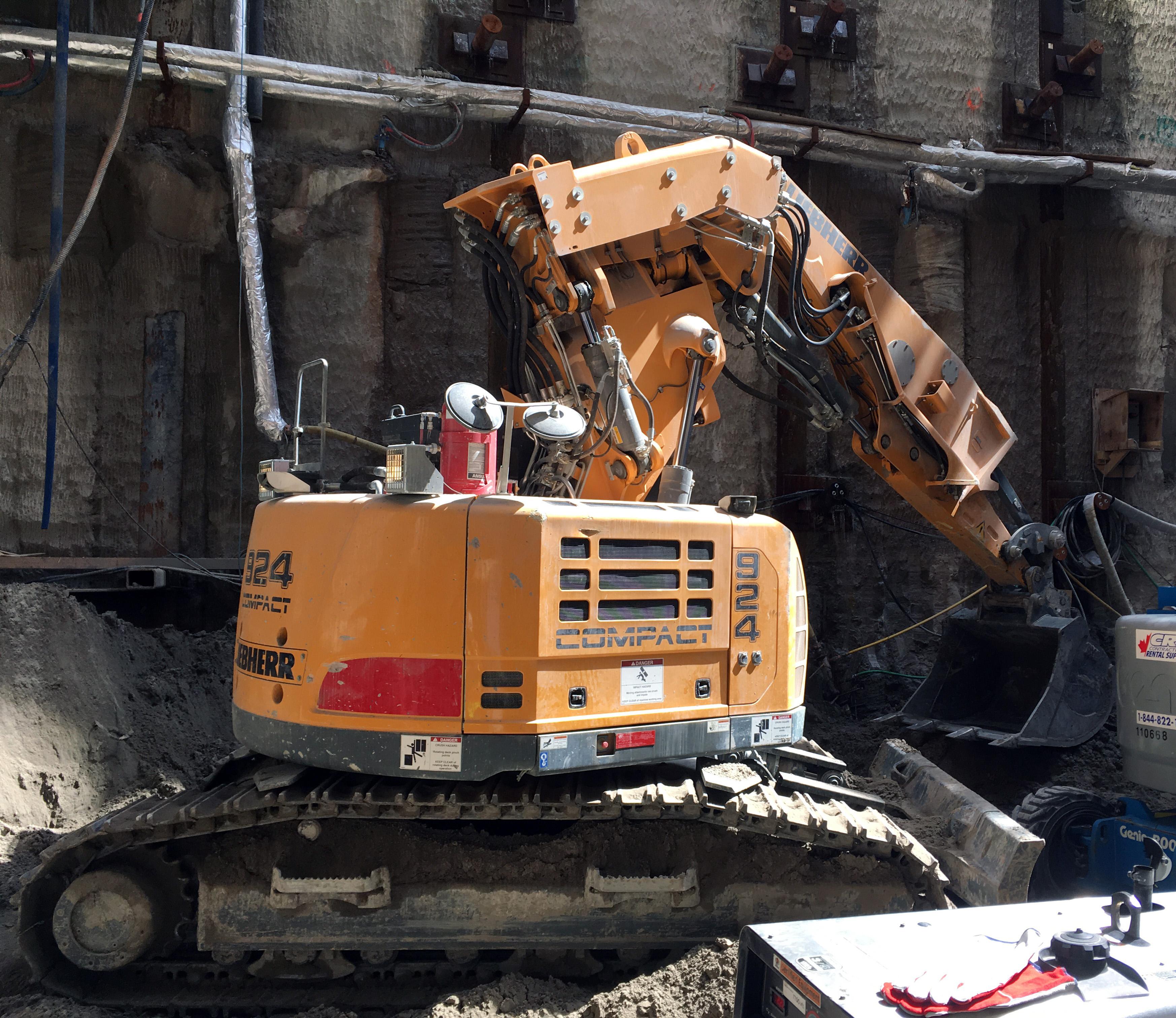 Liebherr R924 excavator
