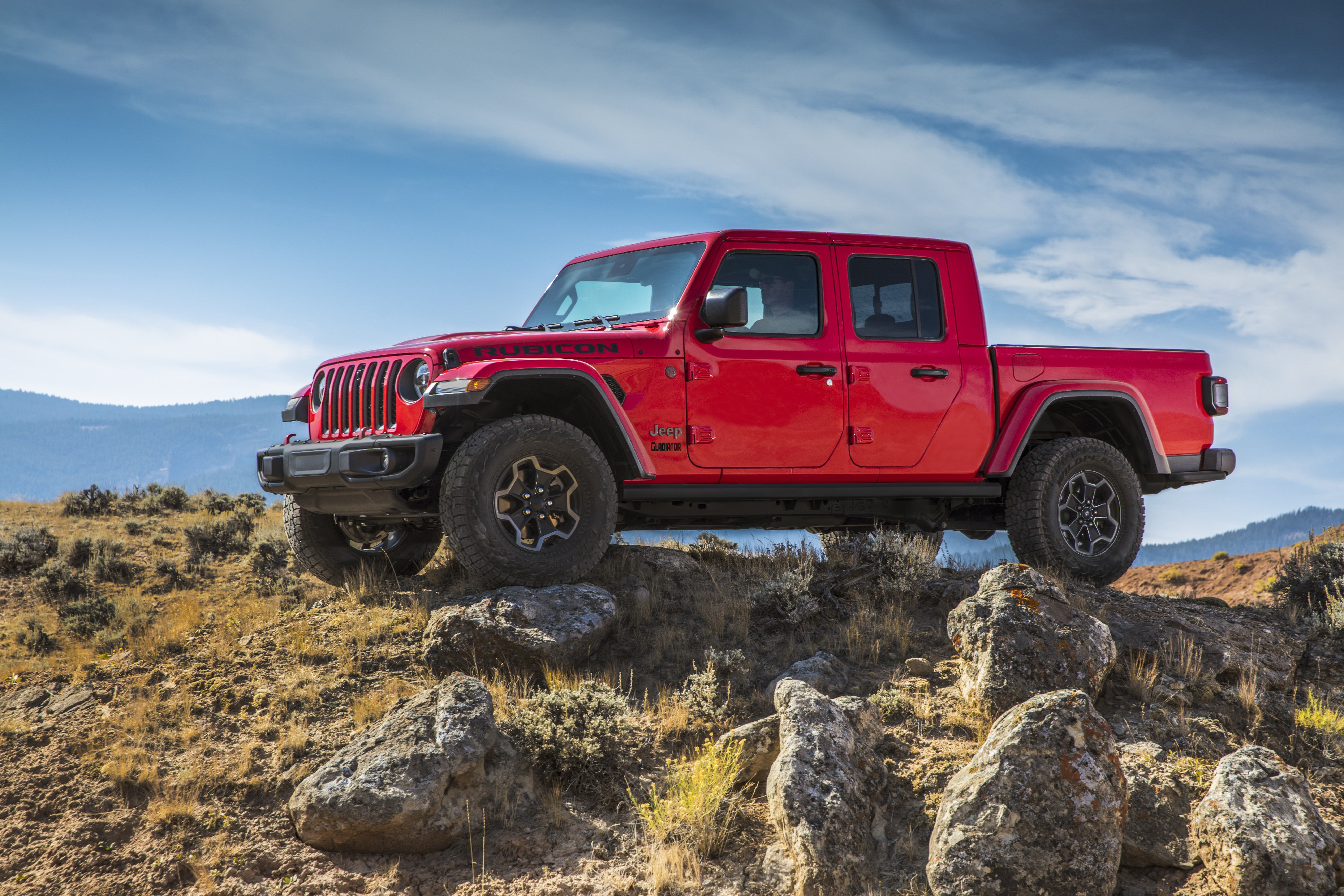 Jeep Unveils Its 2020 Gladiator Midsize Pickup Truck Line