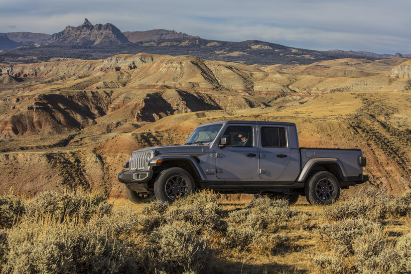 Sideview of the 2020 Jeep Gladiator Overland