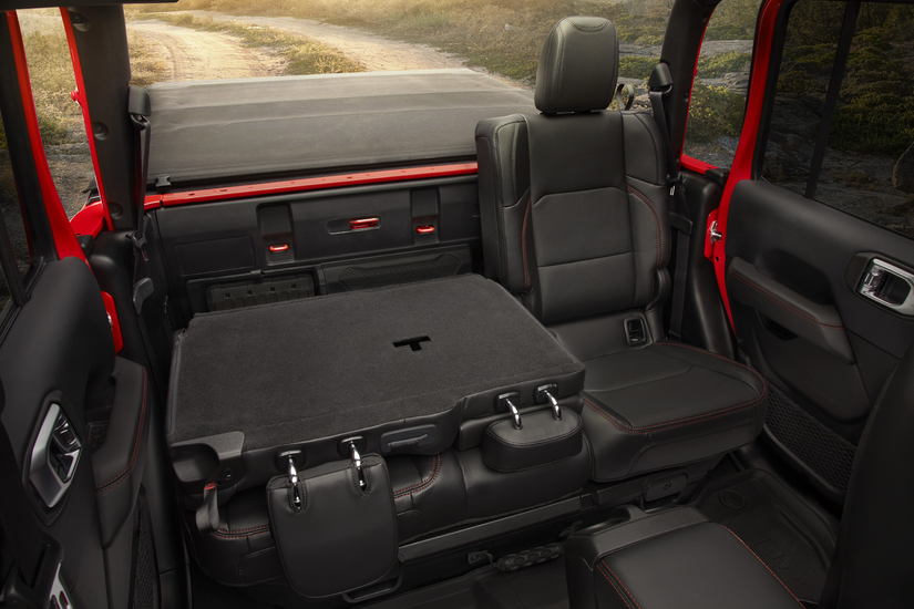 Folding capabilities of the backseats in the 2020 Jeep Gladiator