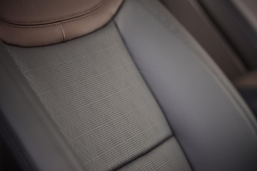 Ford Explorer Platinum seat details
