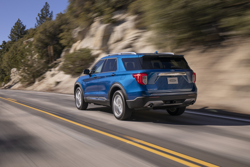 Ford Explorer Limited on road