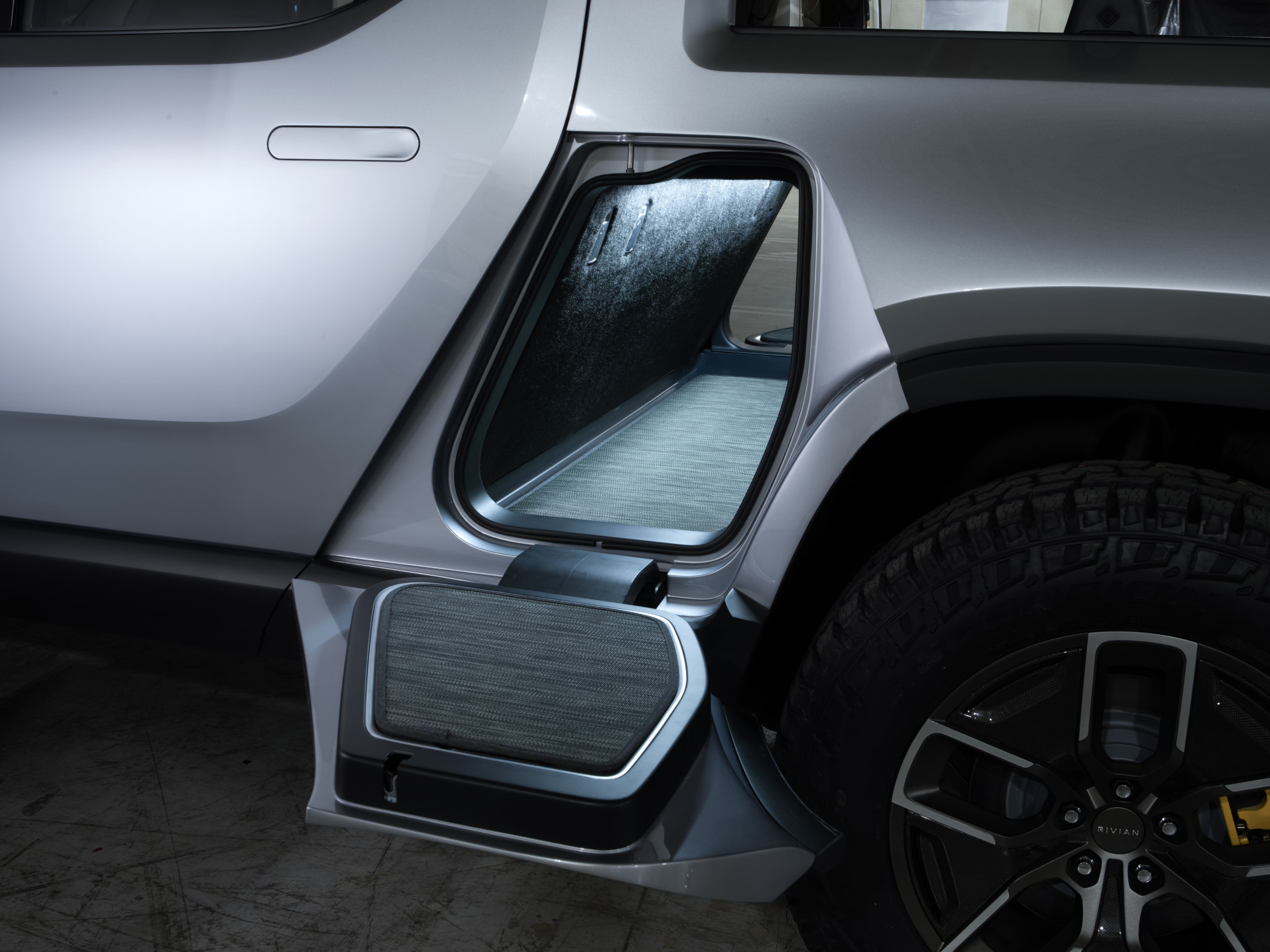 Rivian Rt1 Battery Powered Electric Pickup