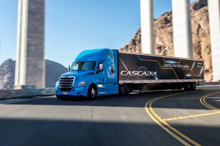Freightliner_Leading_the_Field_in_Safety-2019-01-07-10-52-768×511
