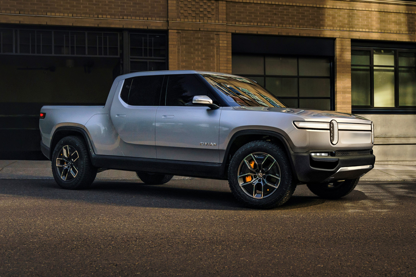 Rivian R1T™ All-Electric Truck side view