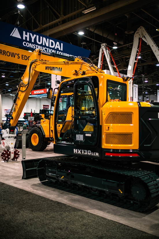 Photos The Heavy Equipment And Demos Of World Of Concrete