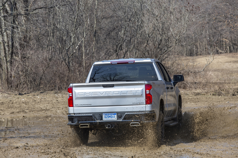 Chevrolet unveils Silverado 1500 trucks and engine options