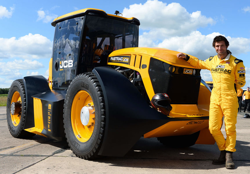JCB Fastrac tractor with driver