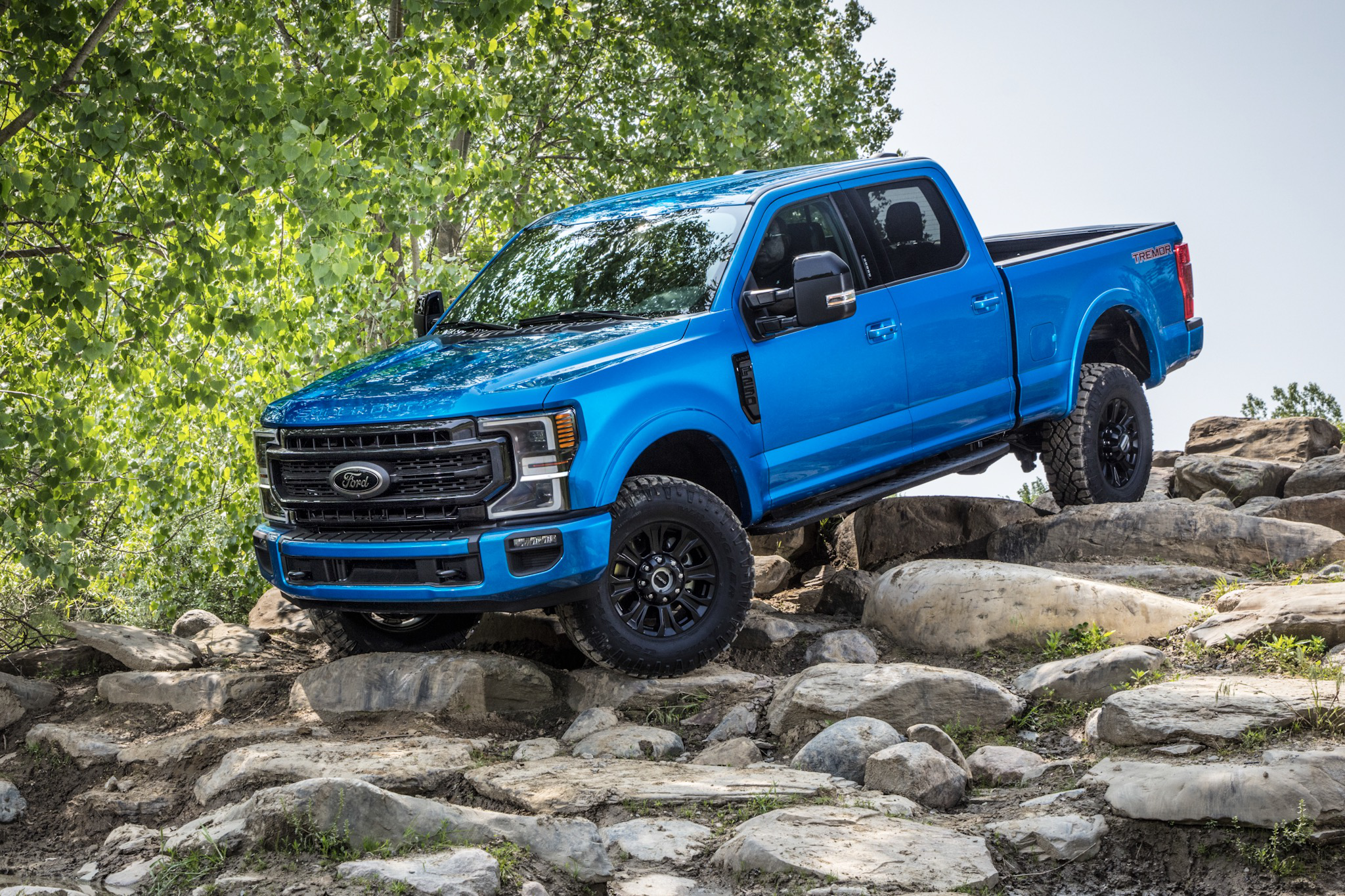 ford unveils tremor    road rock crawling  super duty package