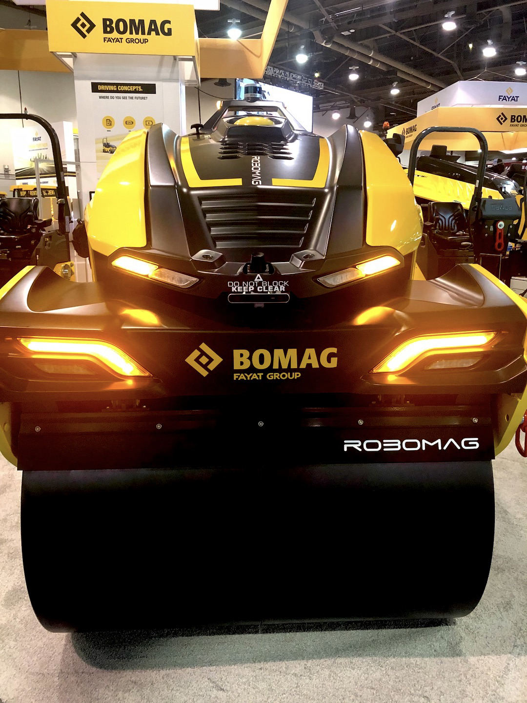 BOMAG's fully autonomous ROBOMAG roller on display