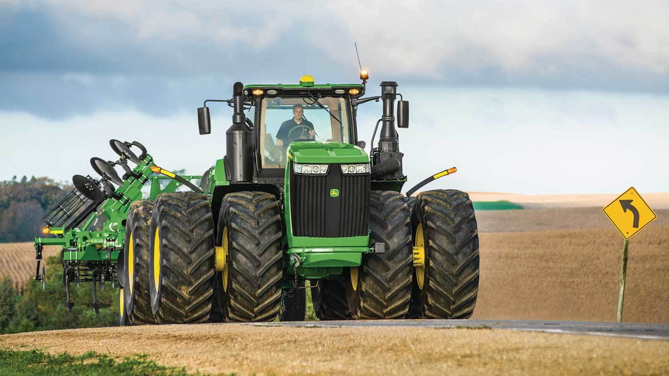 John Deeres 9R/RT series offers several options for a variety of agricultural operations. Shown here is the 9570R.