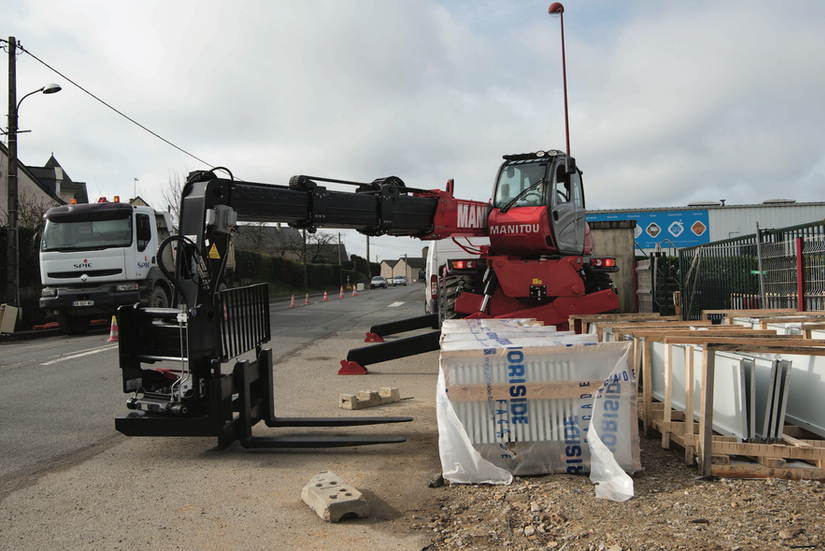 Manitou 360 rotating fork carriage