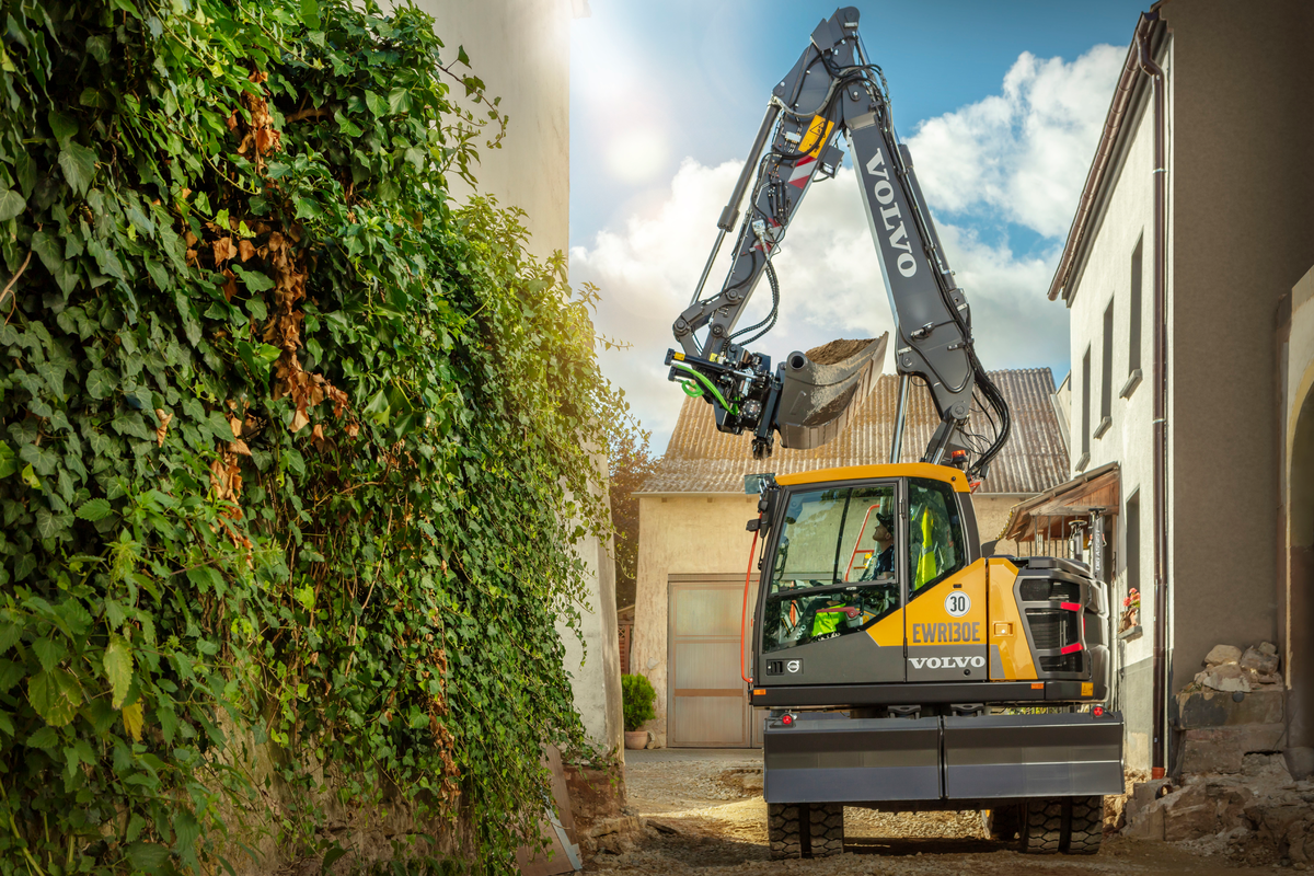 Full Speed Ahead: Volvo EWR130E Wheeled Excavator Can Reach Speeds Up to 22 MPH