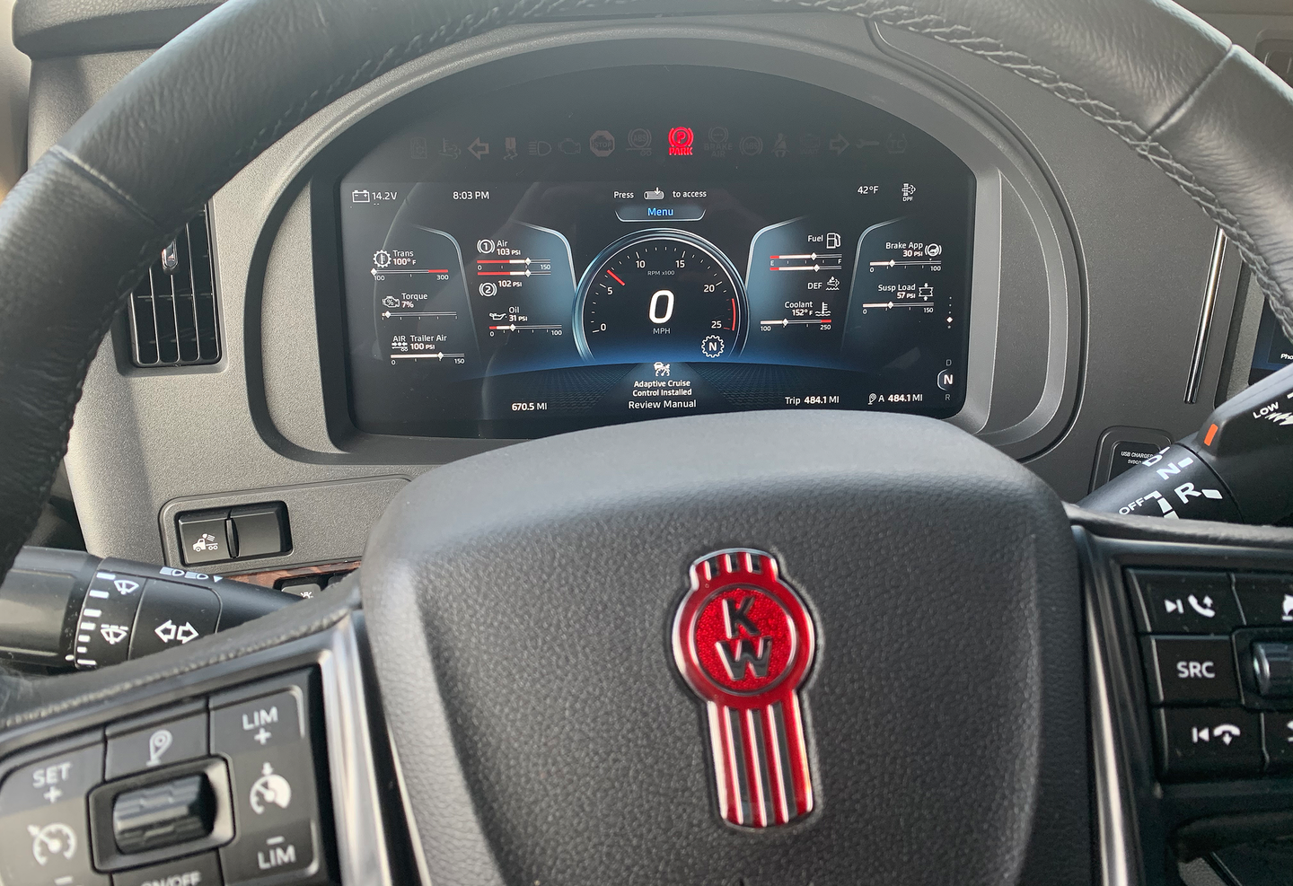 The 15-inch display baked into the T680 is notably larger than the more familiar 12-inch (+/-) displays borrowed from automotive partners or suppliers, and the screen itself is fully customizable via a roller switch in the steering wheel.