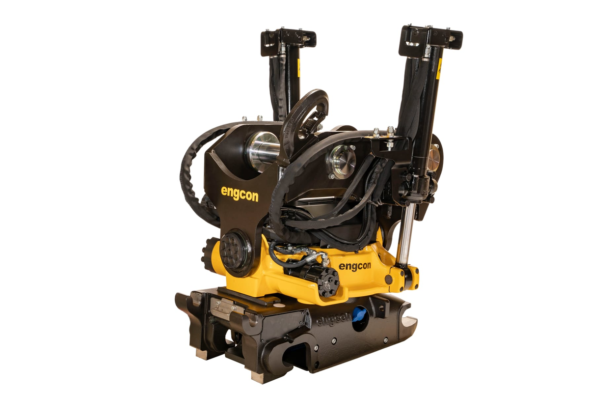Engcon EC226 tiltrotator upgraded with heftier lifting hook