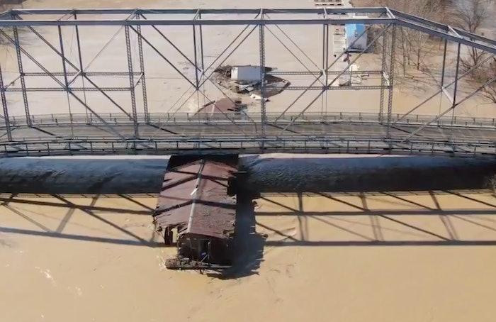Kentucky bridge marina flooding