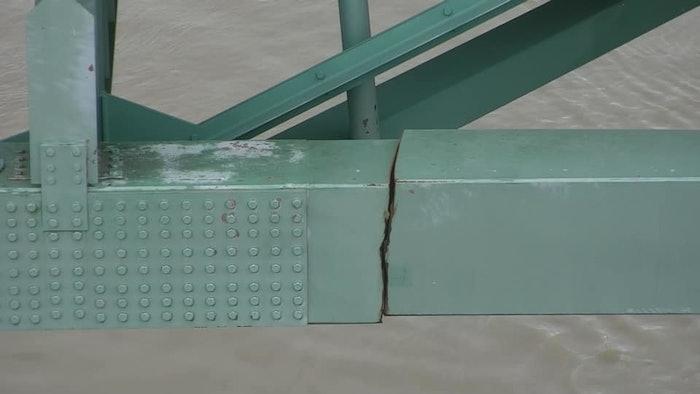 Cracked beam found on DeSoto Bridge