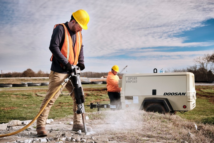 construction worker using doosan's P185-VHP165 on site